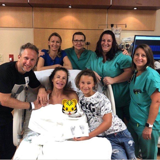 Жена Оскара Кучеры поделилась трогательным снимком с новорожденным сыном из заграничного госпиталя